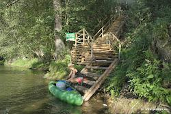 """Vodácké tábořiště v Lokti je na konci města Loket na pravém břehu řeky. Naše tábořiště je oplocené a vybavené na střední úrovni, poskytuje zázemí méně náročným vodákům, kteří jej najdou na říčním kilometru 190,3. Vzhledem ke kapacitě, lokalitě a klidu je vhodné pro skupiny s dětmi. Dodržujeme noční klid. <a href=""""http://dronte.cz/taboriste/loket"""" target=""""_blank"""">Web tábořiště Dronte Loket</a>."""
