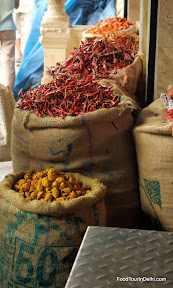 Indian Food tours. spice market