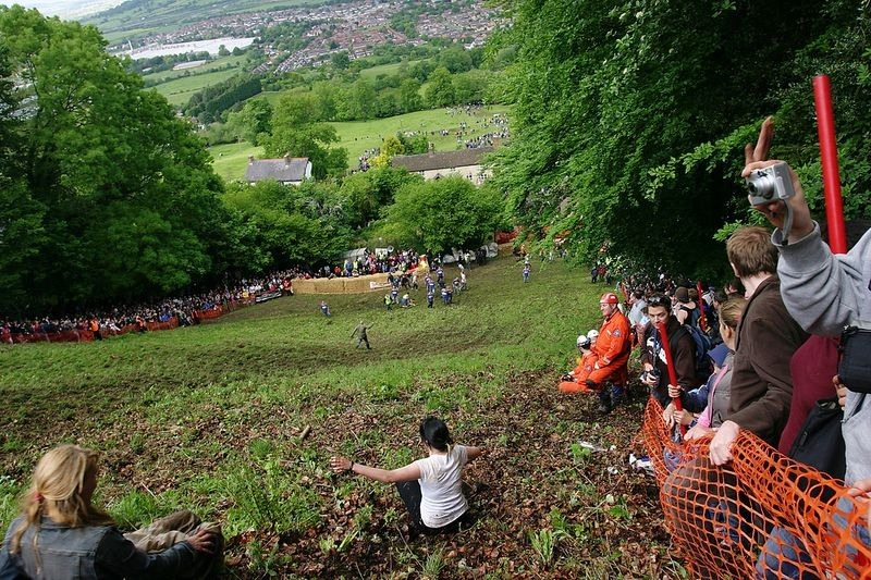 cooper-hill-cheese-rolling-16