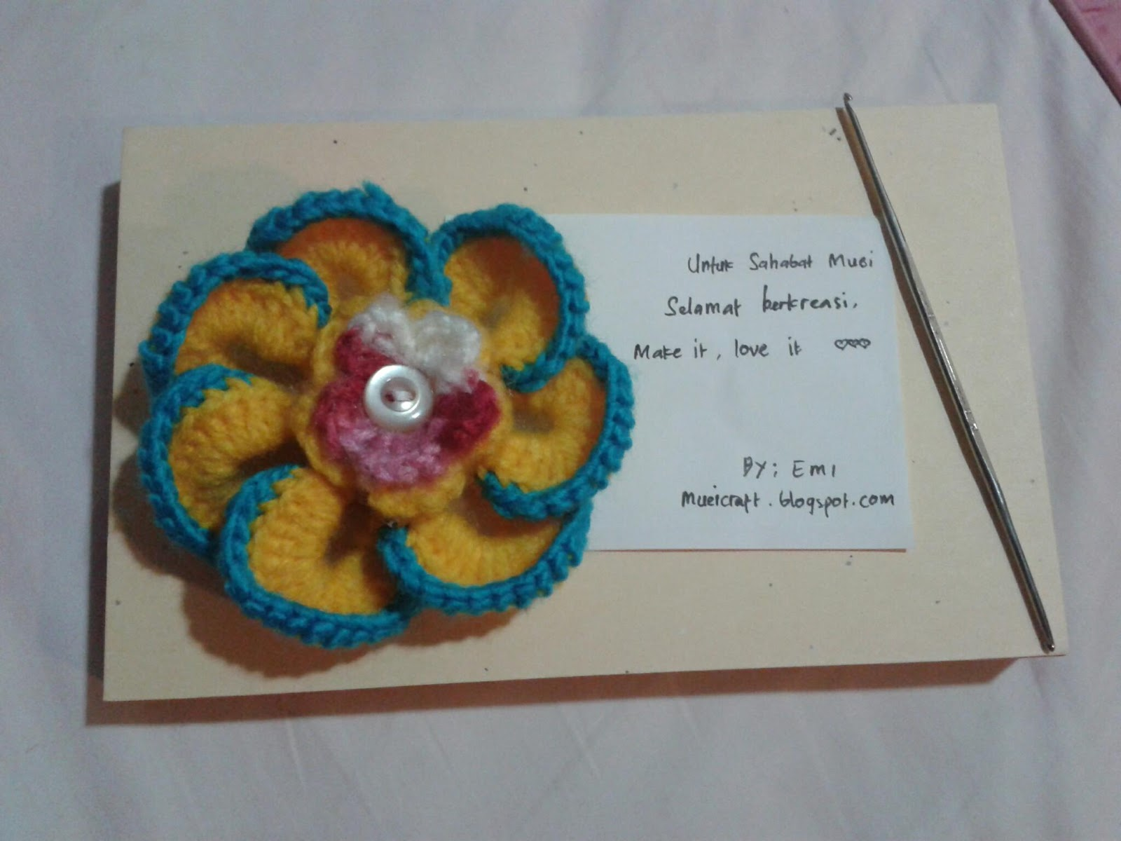 Untuk Sahabat Muei: Bros Bunga Rajut