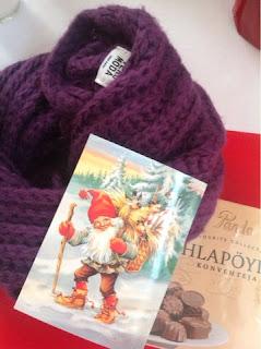 http://joululainen.blogspot.fi/2015/12/joululahjavaihdot-ja-leppoisaa.html