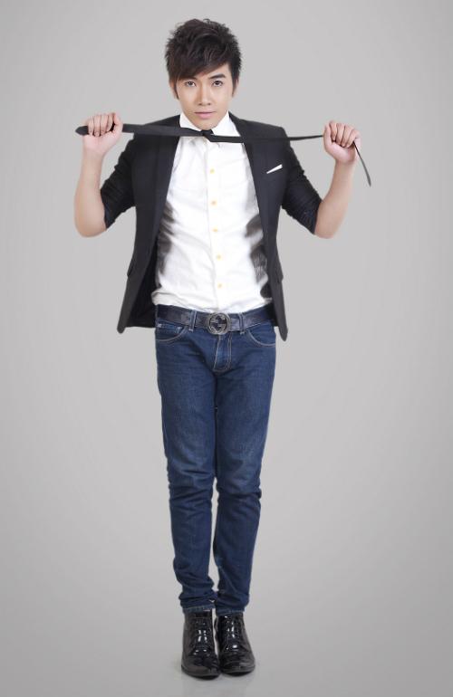 Chon ao vest nam dep de mac cung quan jeans  10