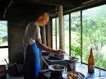 Doko jako tenzo, czyli kucharz świątynny - smaży tempurę.