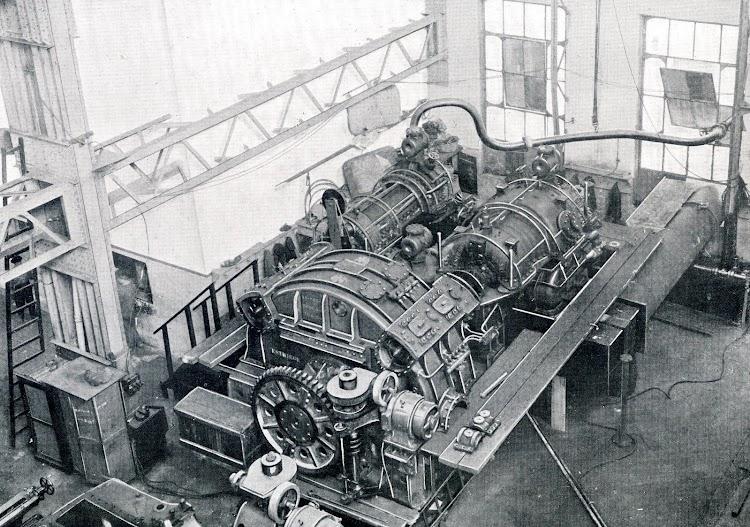 JUAN SEBASTIAN ELCANO. Grupo de turbinas de estribor. Libro Obras. S.E. de C.N. 1927.JPG