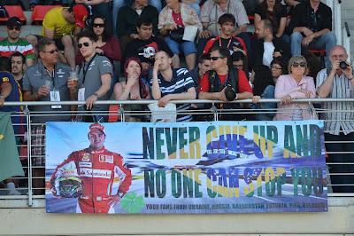 баннер болельщиков Фелипе Массы на трибунах Каталуньи на Гран-при Испании 2013