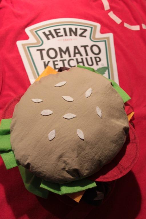 2015_10_27 Costume carnevale hamburger e ketchup (2)
