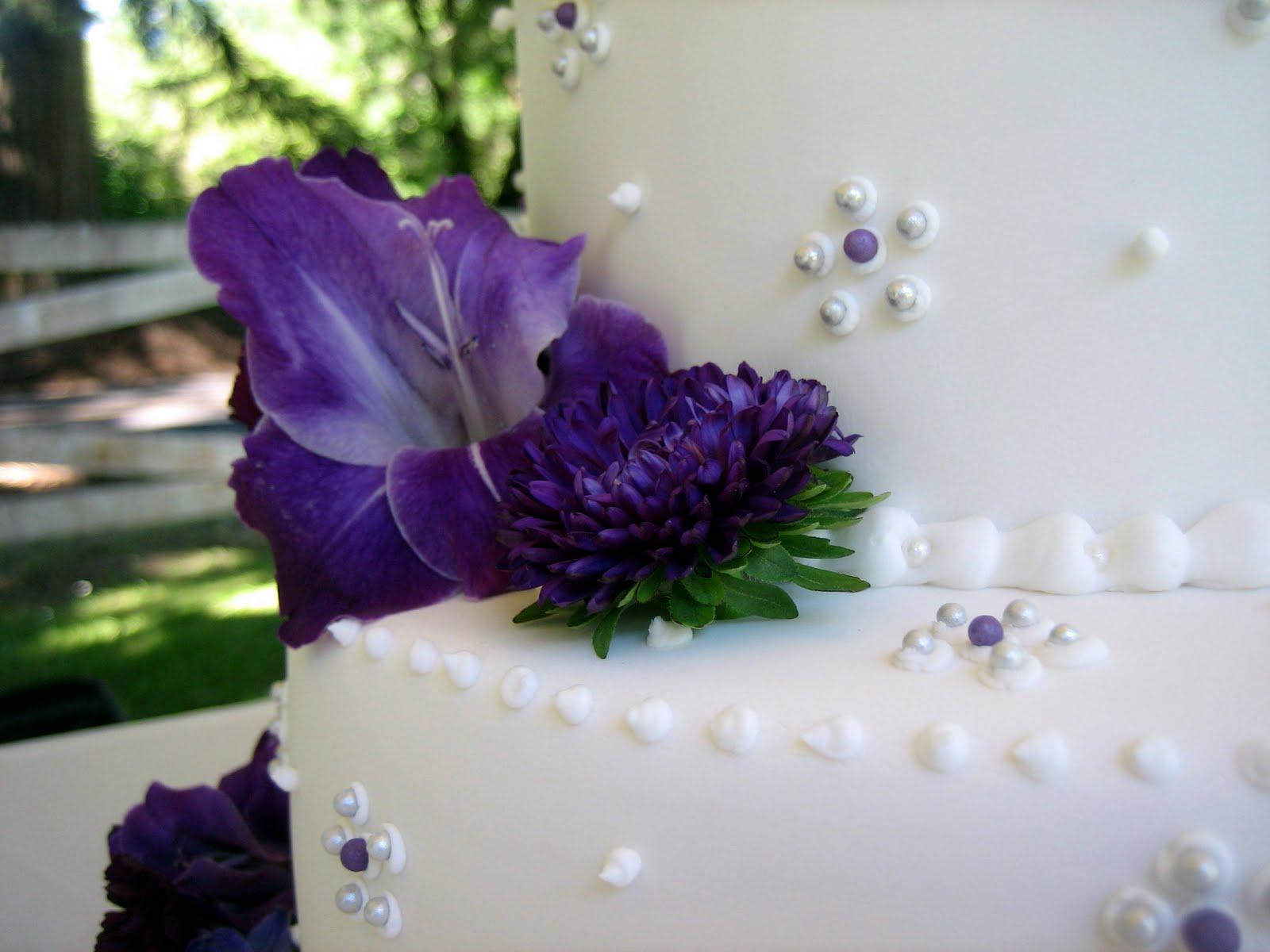 purple-themed wedding cake
