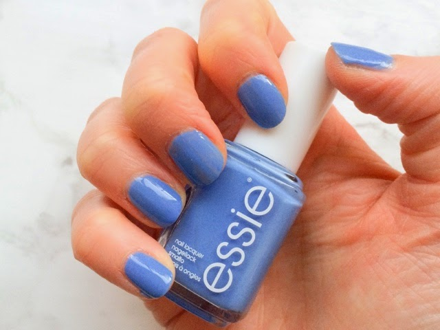 beauty-blog-manicure-midweek-manicure-monday-manicure-notd-essie-nail-polish-lapiz-of-luxury-blue-nails