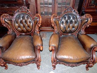 Два больших кресла. 20-й век. Дерево, кожа.