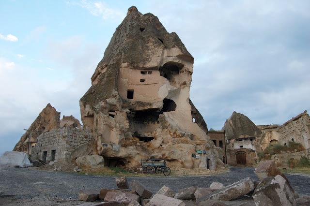 Турция: Город Гереме, здание в скале