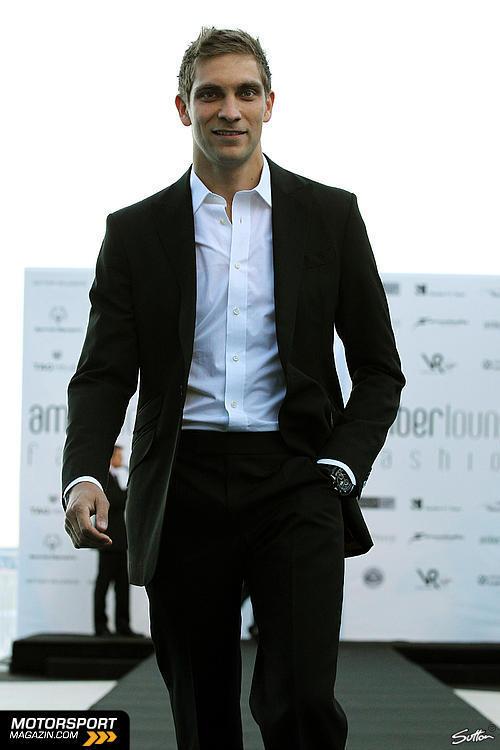 Виталий в черном костюме на Amber Fashion Show Гран-при Монако 2011