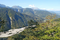 Hoch zum Forcella di Monte Rest (1076m). Blick zurück auf den Fiume Tagliamento.