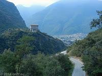 Col de Joux, Südrampe. Das Fort Bard bei Pontboset im Aostatal.