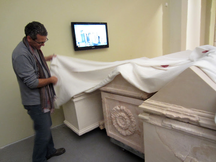 6-dudi unveiling the royal sarcophagi.JPG