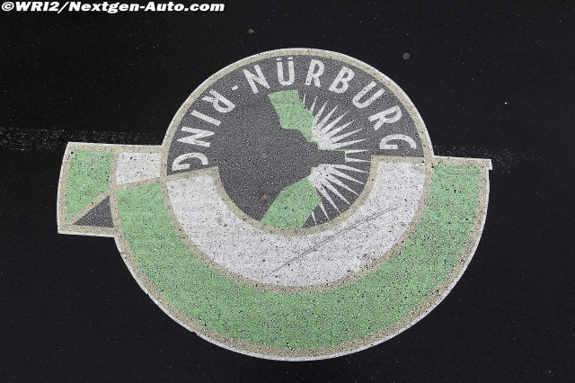 логотип Нюрбургринга на асфальте Гран-при Германии 2011