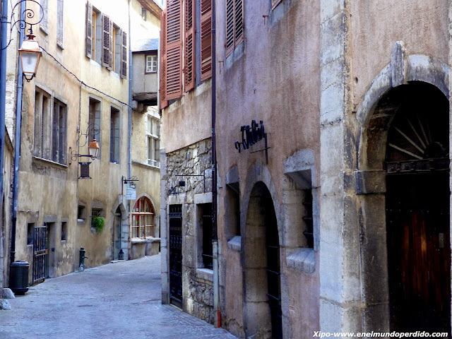 calle-medieval-chambery.JPG