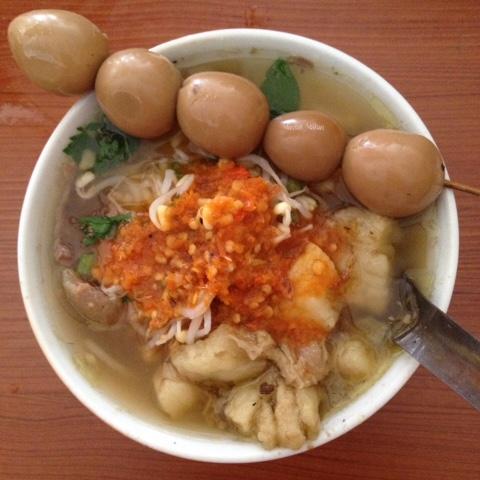 Maniak-Makan-Soto-Segeer-Mbok-Giyem-Solo