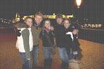 Prag: Anna, Clint, Kaitlyn, Aaron und Karley auf der Karlsbrücke
