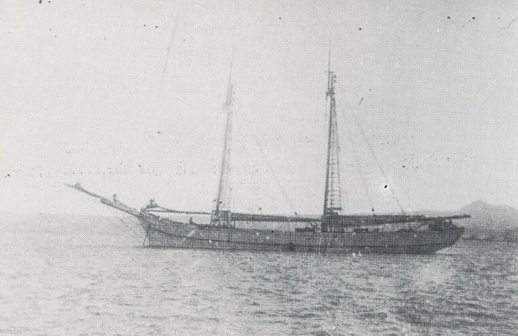 El ADELA VILLANUEVA, que se perdio junto a su patrón y armador en el ultimo viaje. Del libro Naufragis a la Mar de L´Ebre.JPG
