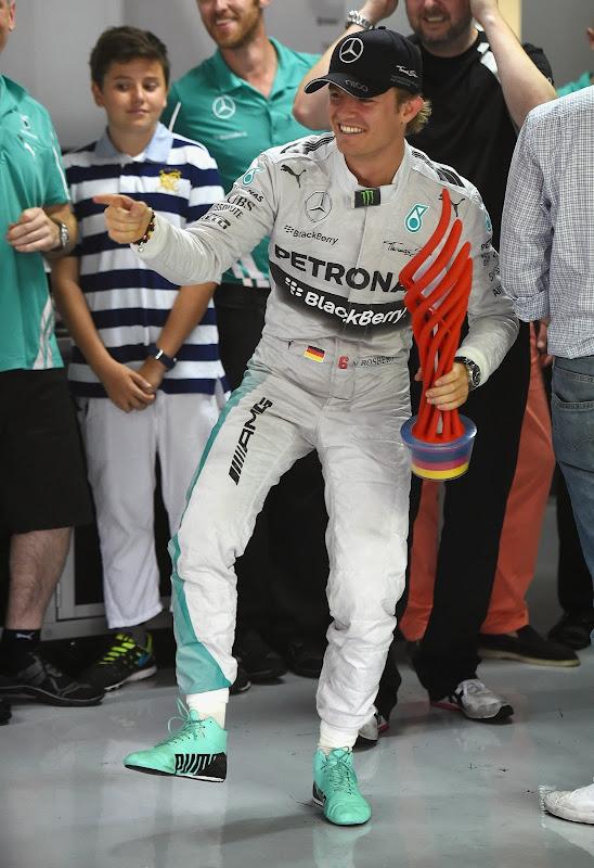 Нико Росберг с победным трофеем на Гран-при Германии 2014