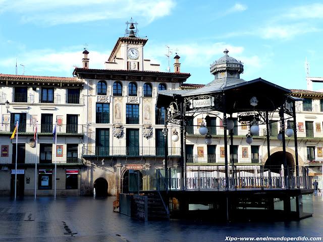 plaza-fueros-tudela.JPG