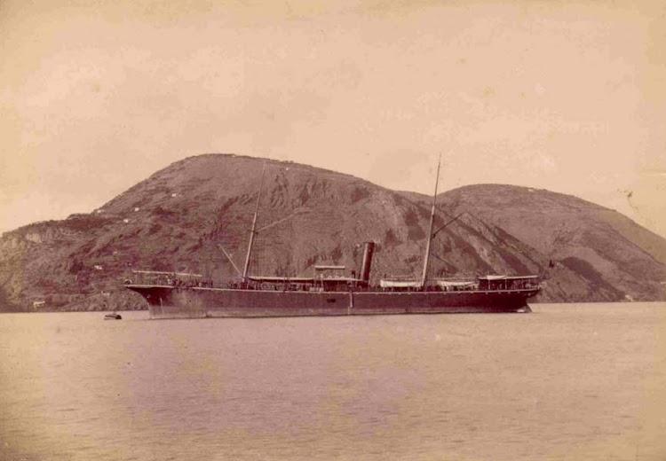 El CITTA DI MILANO a lo lago de la isla de Ponza. De la pagina web SUNDERLAND SITE..bmp