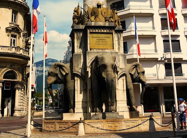 fuente-elefantes-chamberyo.jpg