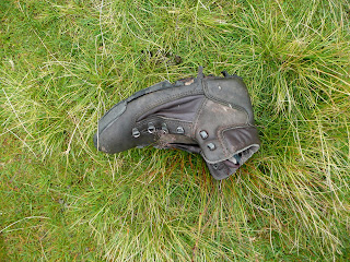 Who has lost their boot??