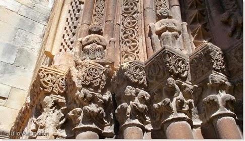 Detalle de la escultura de la portada de la iglesia de San Román - Cirauqui