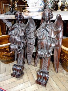 Пара настенных скульптур. 18-й век. 30/82 см. 3500 евро.