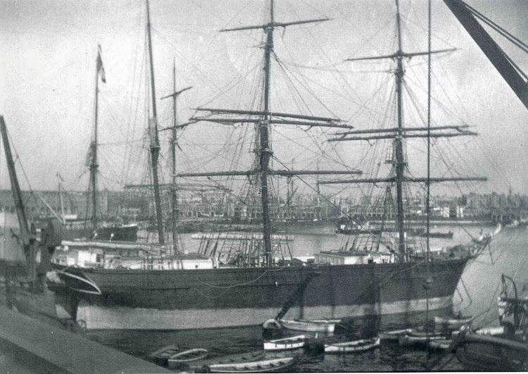 La corbeta HABANA en el puerto de Barcelona. Año 1.906. Fotografía de Feliciá Sust Vives. Colección Sra. Rosa Sust Mir. Del libro De la Vela al Vapor.jpg