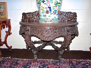 Антикварный стол в восточном стиле. 19-й век. Дерево, резьба. 3500 евро.