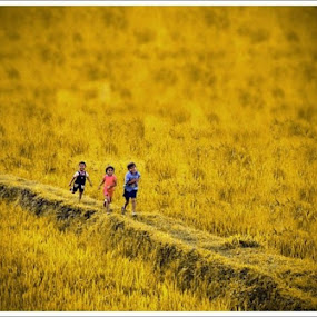 run by Zulkifli Sukarta - Babies & Children Children Candids