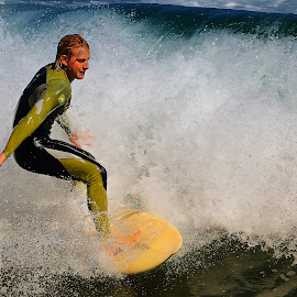 Under the wave by Gérard CHATENET - Sports & Fitness Surfing