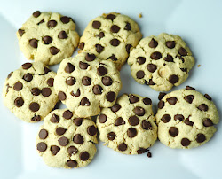 GLUTEN-FREE CHOCOLATE CHIP COOKIES WITH ALMOND FLOUR