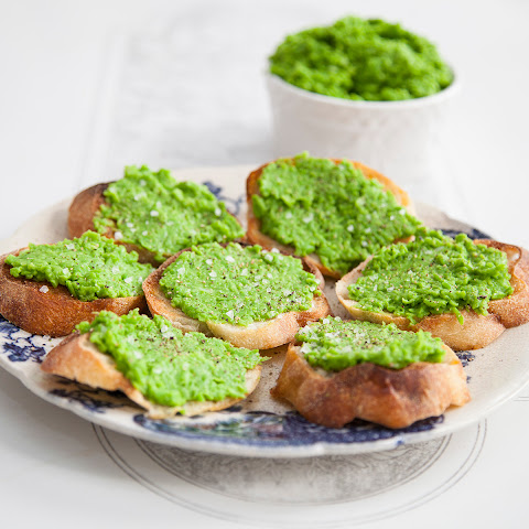 Smashed Pea Crostini