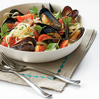 Mussels with Smoked Sausage and Tomatoes