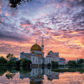 Sunrise @ Klang Mosque  by Hooi C.S - Landscapes Sunsets & Sunrises ( *landscape*sunrise*mosque*architecture*reflection*dramatic*cloud )