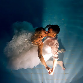 underwater kiss by Ante Gašpar - Wedding Bride & Groom ( wedding, underwater wedding, underwater kiss )