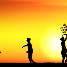 Sunset Kite by Alit  Apriyana - People Family