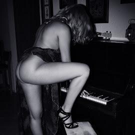 by Marius Marais - Nudes & Boudoir Artistic Nude