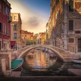 Rio Terà S. Tomà by Ole Steffensen - City,  Street & Park  Street Scenes ( venezia, venice, streets, bridge, fondamente dei frari, italy, rio terà s. tomà )