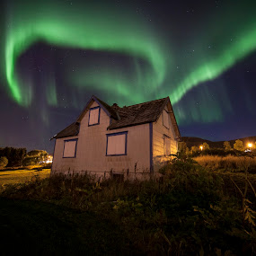 The Ghost House And The Northen Light by Jan kåre Paulsen - Landscapes Starscapes