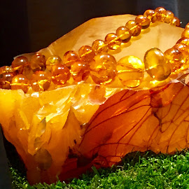 Amber by Lope Piamonte Jr - Artistic Objects Jewelry