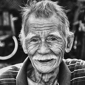 old face by Yoesrianto Tahir - People Portraits of Men ( makassar, indonesia, old man )