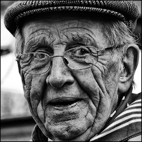 Boer by Etienne Chalmet - Black & White Portraits & People ( street, people, portrait,  )