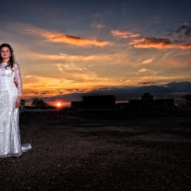 Sunset by Manuel Sabater - Wedding Bride & Groom ( sunset, wedding, photographer, view, bride, groom )