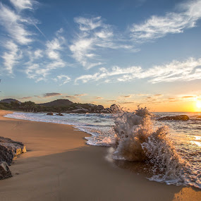 Sunrise In Ilhota Beach by Rqserra Henrique - Landscapes Sunsets & Sunrises ( brazil, splash, rqserra, wave, colorfull, beach, sunrise, landscape, sun )