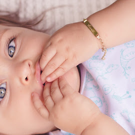 Baby Blue Eyes by Bia Froese - Babies & Children Babies ( baby girl, blue eyes, baby )