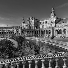 by Roberto Gonzalo - Black & White Buildings & Architecture